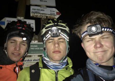 2. spící bikeři (Dresler + Jelínkovi)