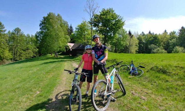 Adam Viktorin dal VKV po běhu i na kole. Doprovodila ho Gabriela Plačková