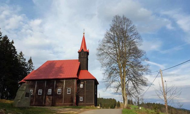 Dřevěný kostel Panny Marie Pomocnice křesťanů