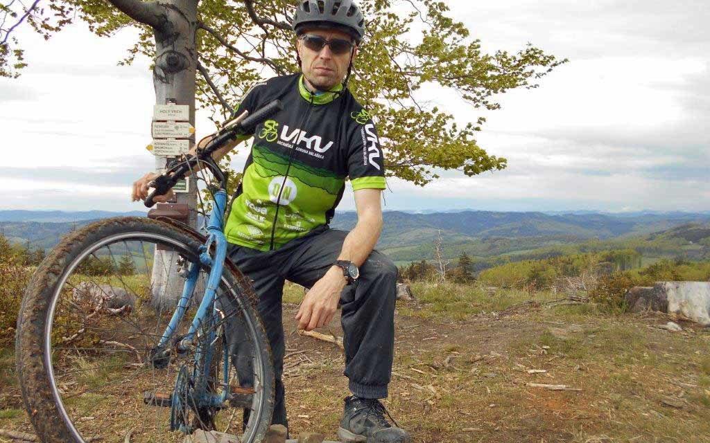 Josef Novák zdolal vrcholy po elektrokole i na klasickém bicyklu