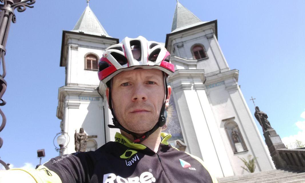 Petr Čapek zdolal všechny vrcholy VKV na silničce